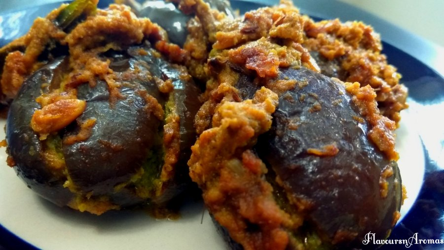 Bharli Vangi/Stuffed Brinjals